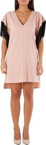Różowa sukienka Met z krótkim rękawem