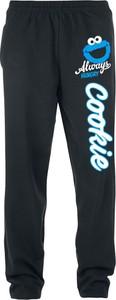 Czarne spodnie sportowe Ulica Sezamkowa z dresówki