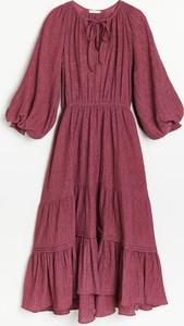 Czerwona sukienka Reserved w stylu casual z długim rękawem z tkaniny