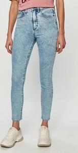 Niebieskie jeansy Gap w street stylu