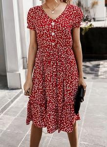 Czerwona sukienka Cikelly w stylu casual z dekoltem w kształcie litery v