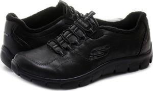 Buty sportowe skechers z płaską podeszwą bez wzorów