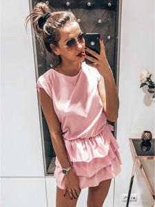 Różowa sukienka magmac.pl z okrągłym dekoltem mini