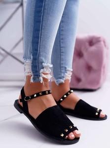 Czarne sandały Lu Boo w rockowym stylu
