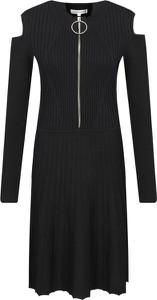 Czarna sukienka Silvian Heach w stylu casual rozkloszowana z długim rękawem