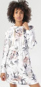 Sukienka born2be z żabotem mini z długim rękawem