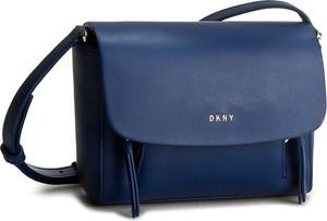 Niebieska torebka DKNY matowa na ramię