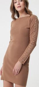 Sukienka born2be z długim rękawem z okrągłym dekoltem