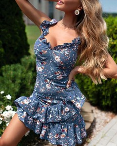 Sukienka Kendallme z dekoltem w kształcie litery v z długim rękawem mini