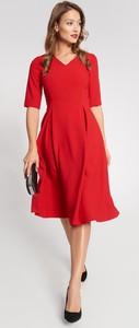 Czerwona sukienka QUIOSQUE z krótkim rękawem