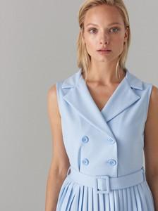 Niebieska sukienka Mohito bez rękawów kopertowa