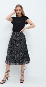 Czarna bluzka Mohito z krótkim rękawem z okrągłym dekoltem