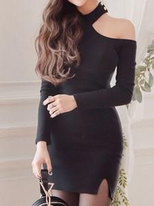 Sukienka Elegrina z odkrytymi ramionami mini z długim rękawem