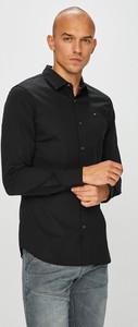 Koszula Tommy Jeans z klasycznym kołnierzykiem z tkaniny z długim rękawem