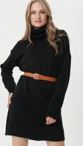 Czarna sukienka born2be mini w stylu casual z golfem