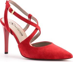 Czerwone szpilki Nescior na szpilce ze spiczastym noskiem w stylu klasycznym