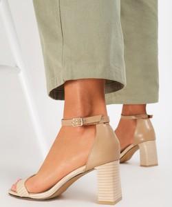 Sandały Renee z klamrami na wysokim obcasie