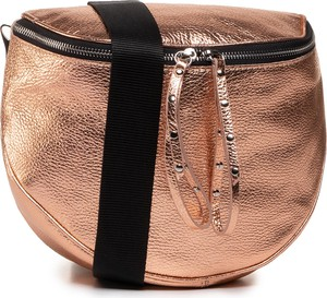 Złota torebka Quazi z breloczkiem średnia na ramię