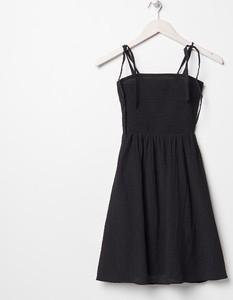 Czarna sukienka Sinsay mini z okrągłym dekoltem na ramiączkach
