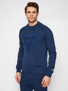 Niebieska bluza Guess w młodzieżowym stylu