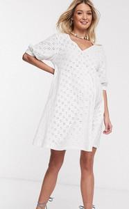 ASOS DESIGN Maternity – Biała sukienka mini nad kolano z dekoltem w kształcie litery V, bufiastymi rękawami i angielskim haftem-Biały