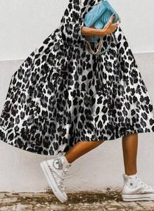 Sukienka Cikelly oversize z długim rękawem z okrągłym dekoltem