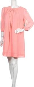 Sukienka Eva Mendes mini z okrągłym dekoltem