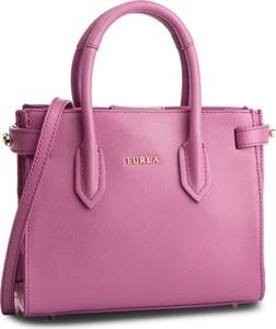 Różowa torebka Furla w stylu casual