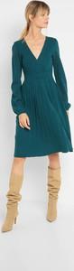 Sukienka ORSAY z długim rękawem z dekoltem w kształcie litery v z dzianiny