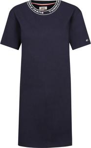 Sukienka Tommy Jeans w stylu casual z okrągłym dekoltem z krótkim rękawem