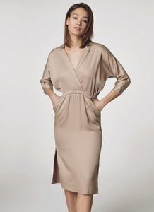 Sukienka Ochnik dopasowana z tkaniny midi