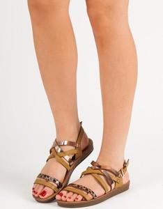 Brązowe sandały Seastar z płaską podeszwą z klamrami