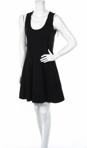 Czarna sukienka Alya mini z okrągłym dekoltem na ramiączkach