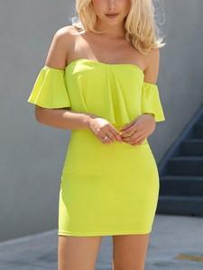 Sukienka Kendallme dopasowana mini z krótkim rękawem