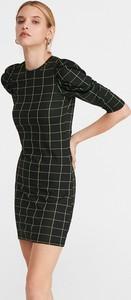 Sukienka Reserved dopasowana w stylu casual