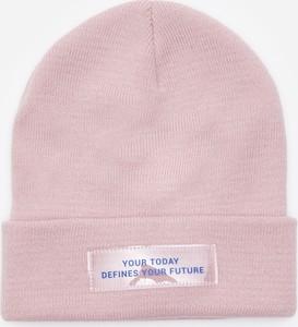 Różowa czapka House