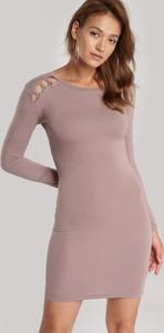 Brązowa sukienka Renee mini dopasowana z okrągłym dekoltem