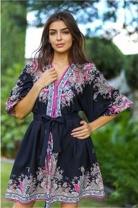 Sukienka Ella Boutique z dekoltem w kształcie litery v mini z długim rękawem