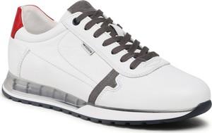 Buty sportowe Wojas ze skóry sznurowane