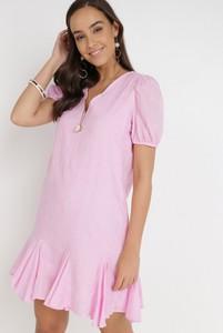 Różowa sukienka born2be z krótkim rękawem mini
