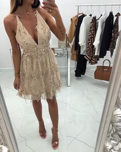 Sukienka chicaca z dekoltem w kształcie litery v w stylu glamour