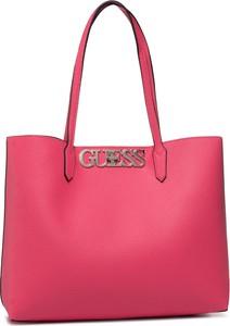 Różowa torebka Guess na ramię matowa duża