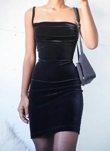 Sukienka Arilook bez rękawów z okrągłym dekoltem mini