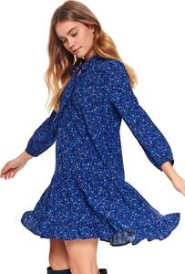 Niebieska sukienka Top Secret z żabotem koszulowa