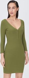 Zielona sukienka Sinsay w stylu casual dopasowana z długim rękawem