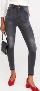 Jeansy Reserved z jeansu w street stylu