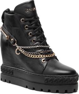 Czarne buty sportowe Carinii w młodzieżowym stylu ze skóry