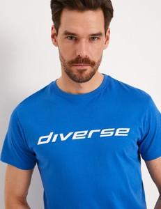 Niebieski t-shirt Diverse w młodzieżowym stylu z krótkim rękawem