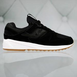 Czarne buty sportowe saucony z płaską podeszwą