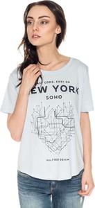 T-shirt Hilfiger Denim z okrągłym dekoltem w młodzieżowym stylu
